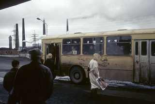 Норильск, автобусная остановка, 1993 год © Жан-Поль Гийото