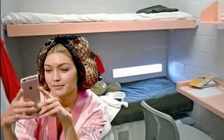 Джиджи Хадид (кадр с шоу Victoria's Secret)