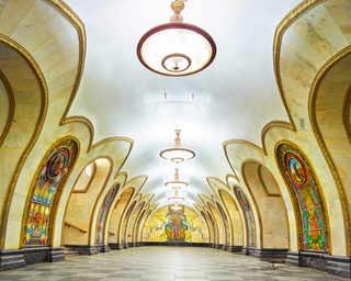 © David Burdeny, станция метро «Новослободская», Москва