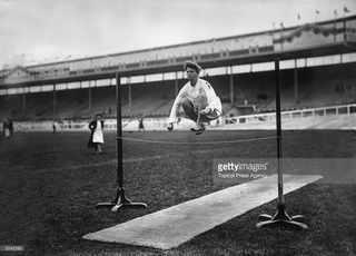 Датский гимнаст демонстрирует необычную технику на Лондонской Олимпиаде 1908 года