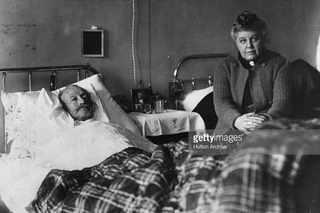 Генерал Брусилов в госпитале с женой