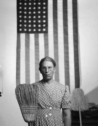 Gordon Parks, American Gothic, Washington D.C. (1942)