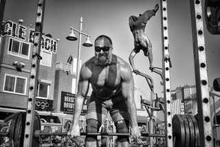 HONORABLE MENTION, PEOPLE | Muscle Beach Gym | Photo and caption by Dotan Saguy