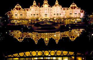 © Ferdinando Sciama / FRANCE. Val-de-Marne. 1992. Disneyland Paris.