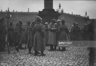 Солдаты женского батальона на Дворцовой площади
