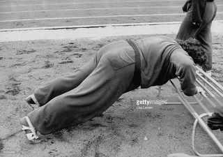 Советский атлет готовится к Олимпиаде