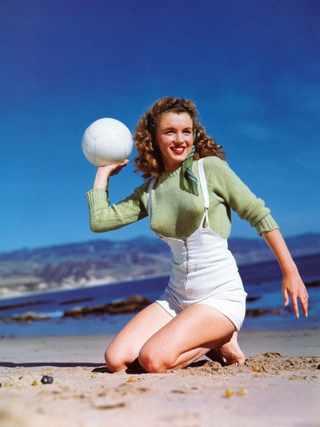 Модель Норма Джин Мортенсон. Фото Andre de Dienes, 1945