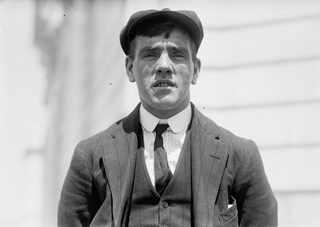 1912 Frederick Fleet, 24, первым заметил айсберг.