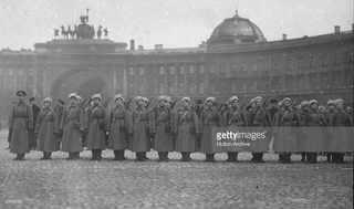 Женский батальон на фоне Генштаба